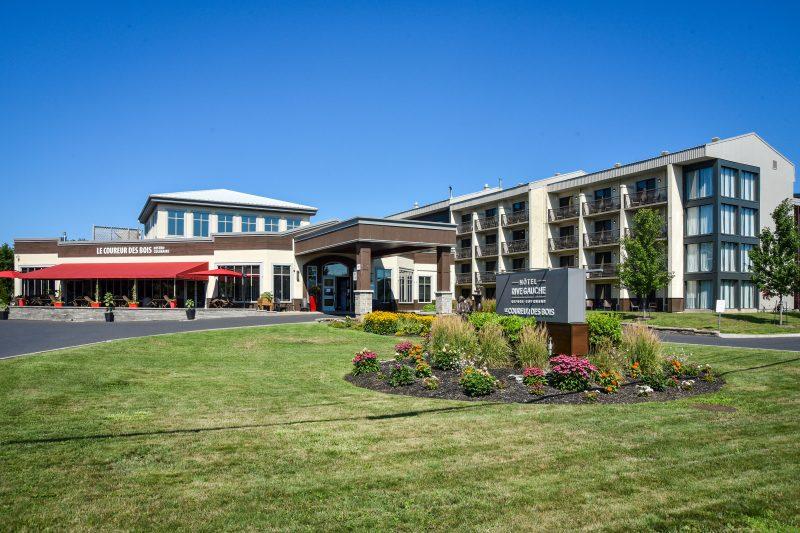 L'hôtel Rive Gauche a procédé à de nouvelles embauches pour répondre à la demande de sa clientèle. Photo François Larivière | L'Œil Régional ©