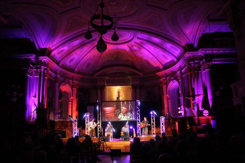Plusieurs spectacles ont été présentés à l'église de Saint-Antoine et simultanément en webdiffusion. Photo Valérie Desmarais