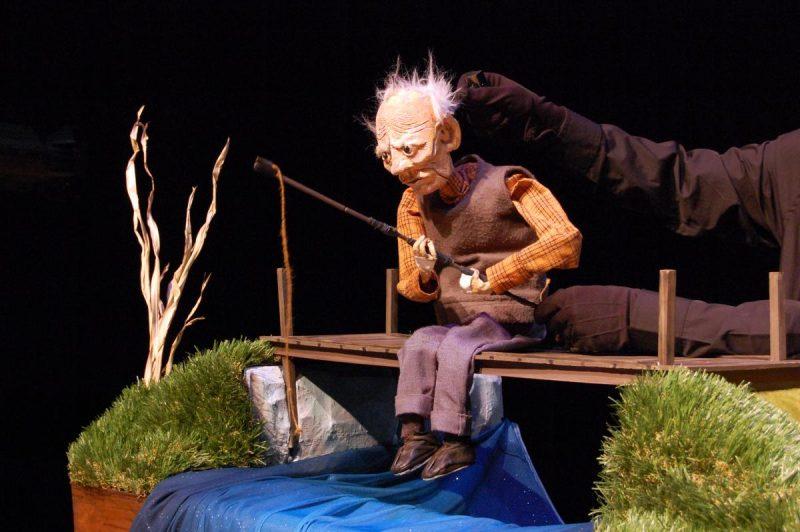 La programmation 2021-2022 de L'Arrière Scène s'ouvrira le 10 octobre avec Le vieil homme et la rivière, un spectacle de marionnettes sans paroles présenté en formule intime. Une représentation sensoriellement adaptée pour les jeunes autistes est d'ailleurs au programme. Photo Naz Afsahi