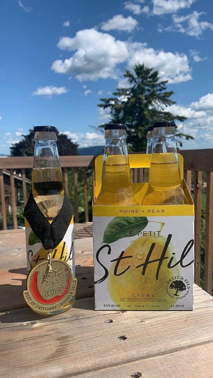 Le cidre St-Hil à la poire des Vergers Petit et Fils a récemment remporté une médaille double Or au All Canadian Wine Championship (ACWC) dans la catégorie des cidres à la poire. Photo gracieuseté