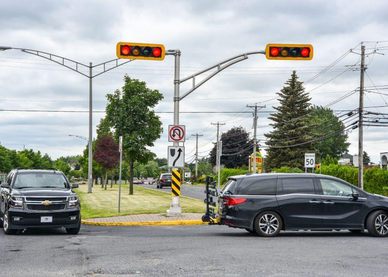 Les policiers ont remis 344 contraventions en moins de trois mois pour une interdiction de demi-tour sur la 116, à Mont-Saint-Hilaire. Photo François Larivière | L'Œil Régional ©