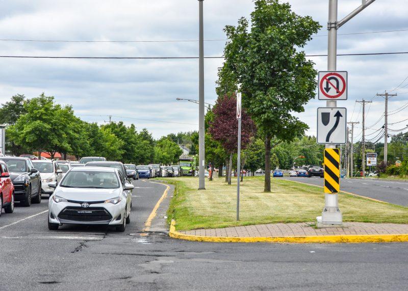 Les policiers ont remis plus de 300 nouvelles contraventions aux conducteurs qui ont effectué un demi-tour sur la route 116. Photo François Larivière | L'Œil Régional ©